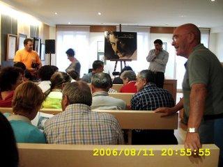 O salón, antes da presentación do libro sobre Suso Peña