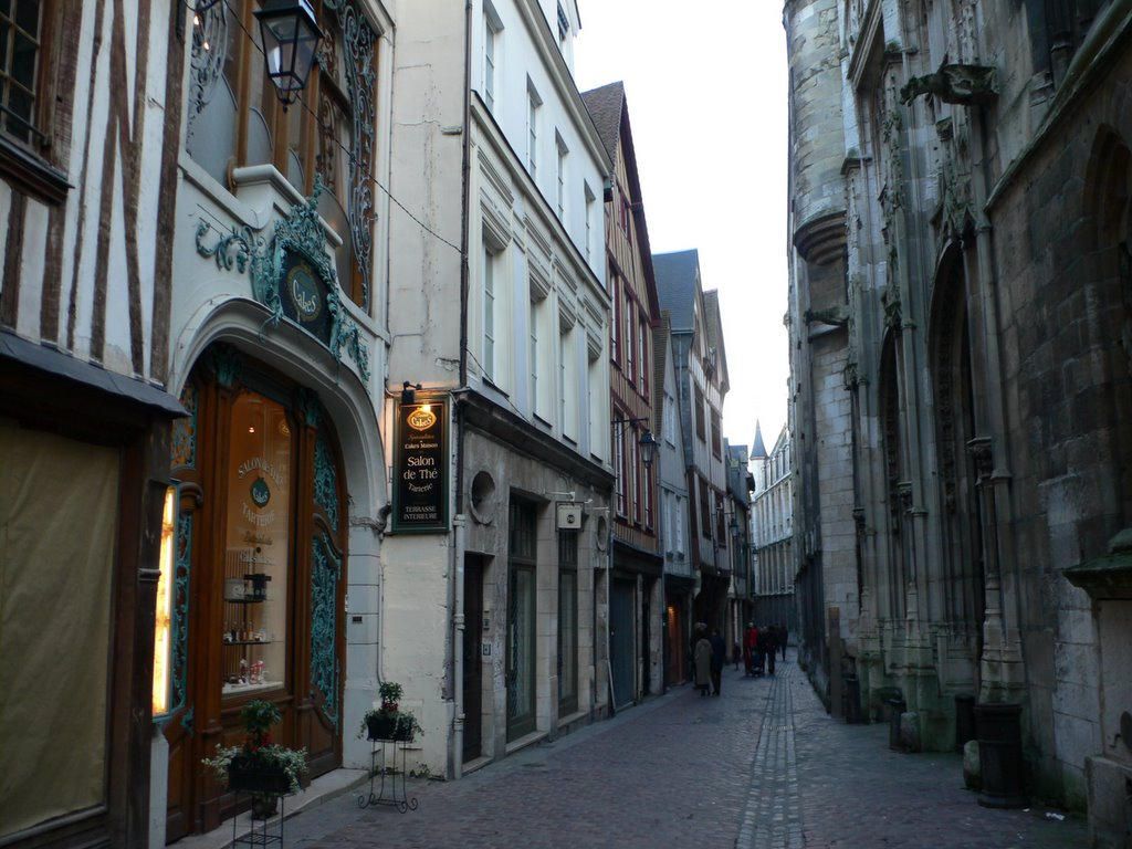 Rouen Daily Photo Rue Saint Romain
