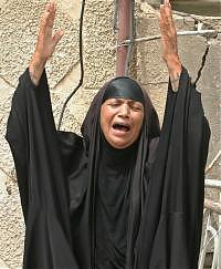 donna irachena che si dispera