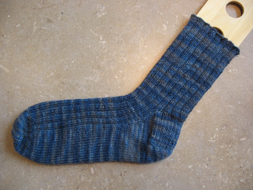 Double Knit Sock Pattern : Sarah-Knits: Toe Up Sock Pattern & Invisible Double Sided Cast On Instruc...