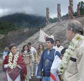 La Mata Ji Fatima GG:: junto a Pedro Hernandez cuando este se dirigia al Consejo de Ancianos.