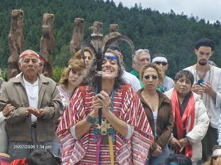 La Iniciada Maria Elena Capdevila portando el Simbolo de la Union del Condor y el Aguila