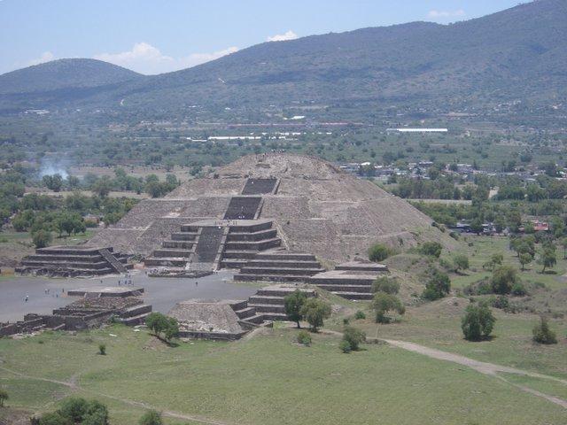Sol og månepyramiden