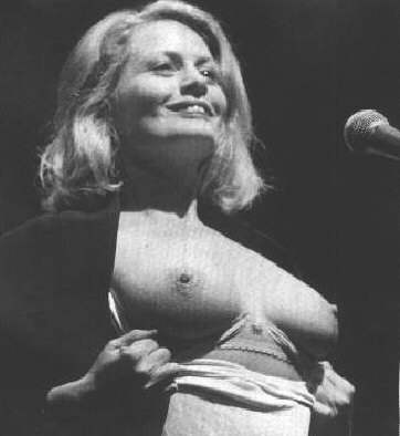 American singer & actress Beverly D'angelo nude picture!