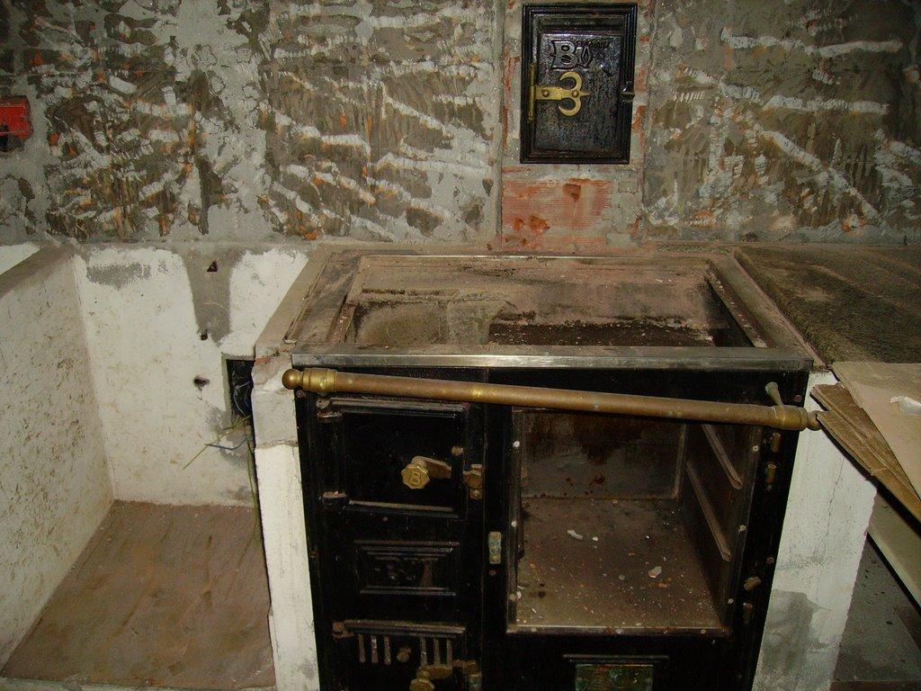 Molino de cerceda la restauraci n de la cocina de le a for Cocinas de hierro antiguas