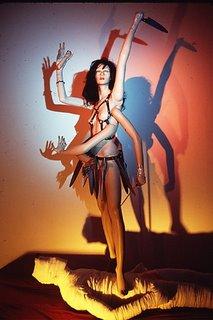 Kali-Bobbitt de Mary Beth Edelson en el museo Guggenheim Museum, recordando el caso de Lorena Bobbit