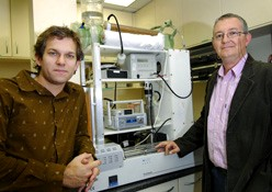 Nic Meyer (left) and Dr Zoran Ristovski with the nanoparticle analyzer - Image Courtesy of QUT