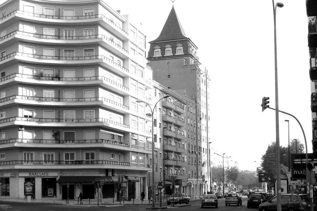 Av. Roma, Lisboa © 2004