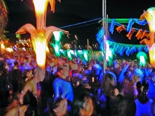 Fullmoon_Party_Dancing_in_Koh_Phangan