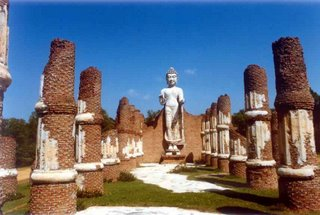 Standing_Buddha_at_The_Ancient_City_Nakornpratom