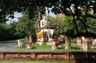 Sitting_Buddha_at_The_Ancient_City_Nakornpratom