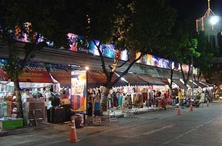 Walking_Street_at_Suanlum_Night_Bazaar_Bangkok