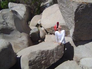 Francisco Mirando las rocas
