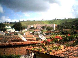 centro da cidade, tendo ao fundo o Colégio Sagrado Coração de Jesus, colégio de freiras onde residem atualmente as Carmelitas Descalças.