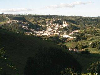 Bananeiras, Paraíba, vista do do alto da serra, de onde se observa o vale em que se esconde.