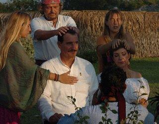 El Presidente FOX recibiendo Diksha de manos del Shaman EDUARDO DE LA Garza DE LA Peña los cuales realizaron el proceso de 21 dias en India y fueron iniciados para entregar Dikshas del linaje de Amma Bhagavan
