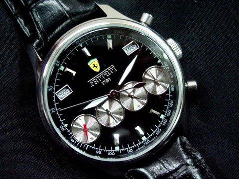 Reloj ferrari 1791 cuatro cronos. Totalmente automatico(se carga con el pulso, no pila) Todos los cronos operativos(año,mes,dia de mes ,dia de samana,