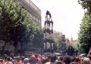 human pyramid in Spain and mumbai
