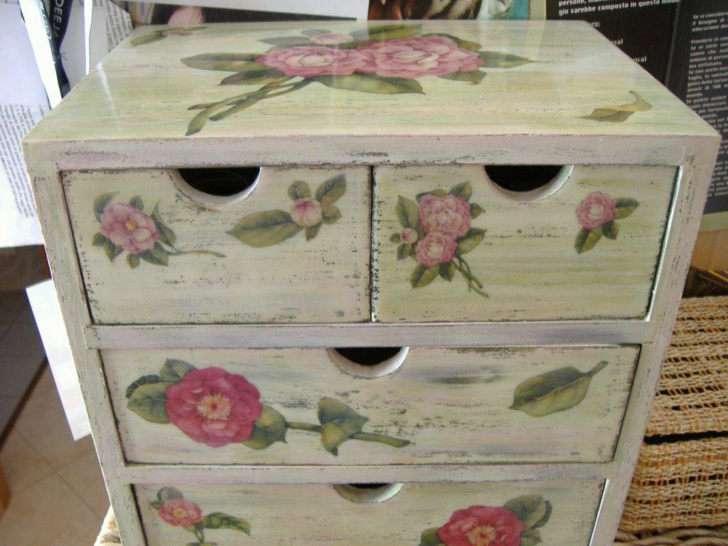 Lilac decoupage october 2006 - Decori in legno per mobili ...