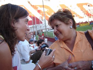 Lucila con Norma, mamá del DT