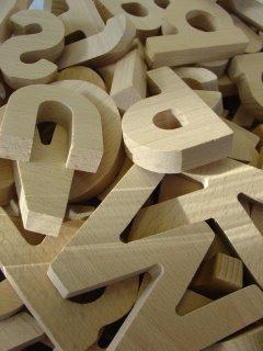 letras sueltas de madera