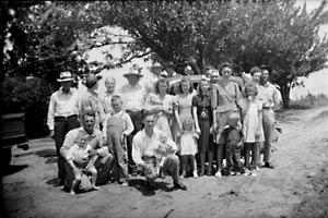 FAMILY REUNION CIRCA 1950