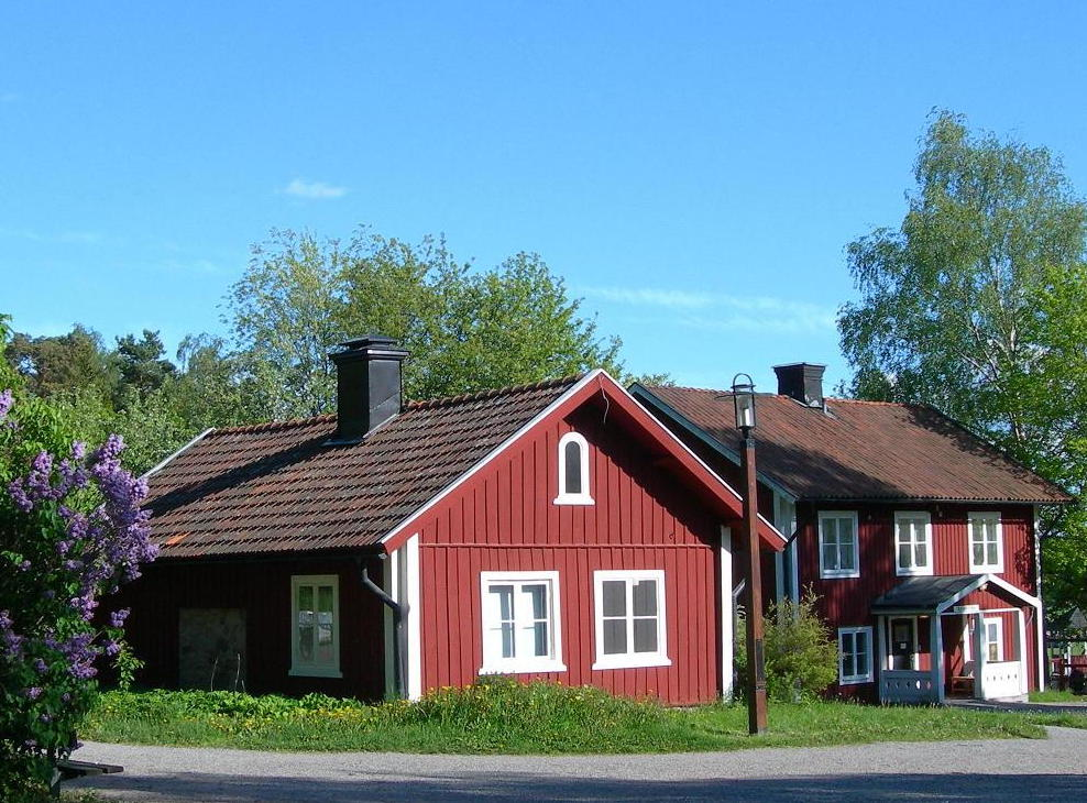 Redhouse July - Traditional swedish homes
