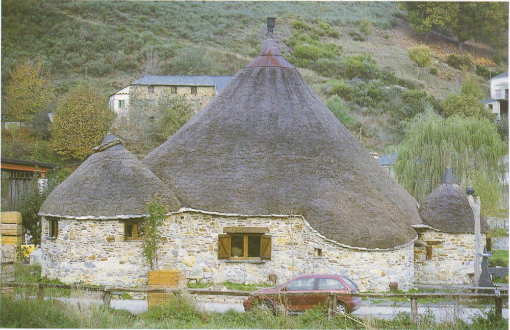 El reino olvidado pallozas pallaza o casas de teito - Casa galicia leon ...