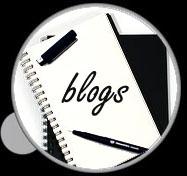 Desde una lupa se lee blog escrito en una libreta