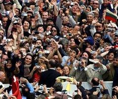 Grupo de personas haciendo fotos