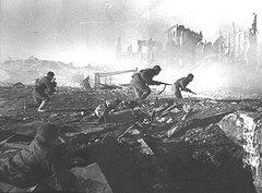 Soldados sovieticos na sangrenta batalha de Stalingrado