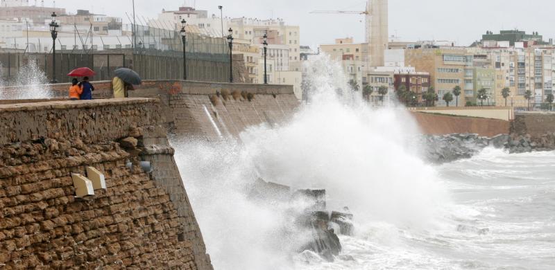 Resultado de imagen de temporal ayer en cádiz.