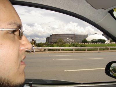 Max Braga, dirigindo pela capital do Brasil!