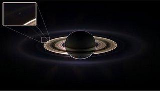 La Tierra un punto pálido azul desde Saturno