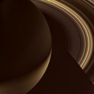 La noche en el planeta Saturno