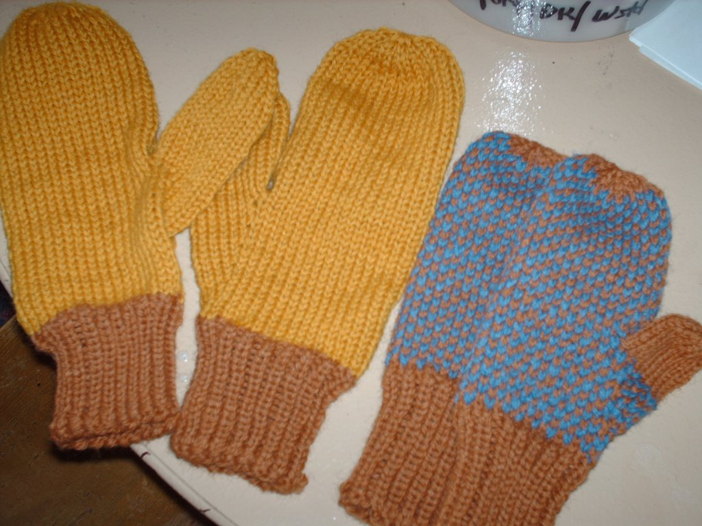 Buns of Strudel: Felted Mittens for Kids -- Free Pattern