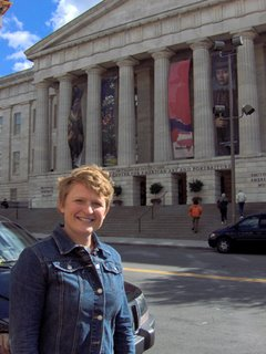 Melissa in front of the Portrait Gallery