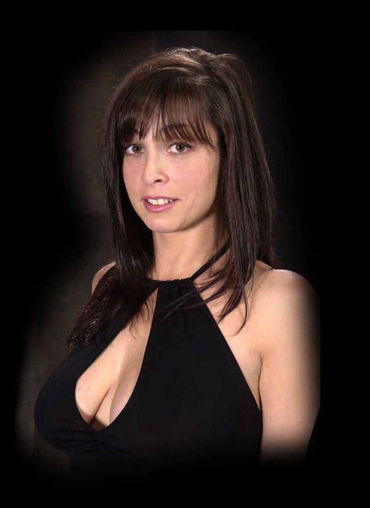 Lisa Ann la milf sexy pour du porno de qualit - Tukif