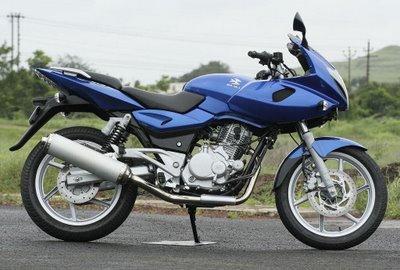 Bajaj Pulsar 220 DTSFi Blue 02