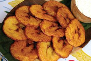 Honduran fast food la gringas blogicito tajadas literal translation is slices are one of the favorite fast foods they consist of platanos verdes unripe plantains or unripe bananas forumfinder