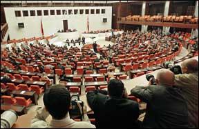 Parlamento turco pondera retaliação contra a França