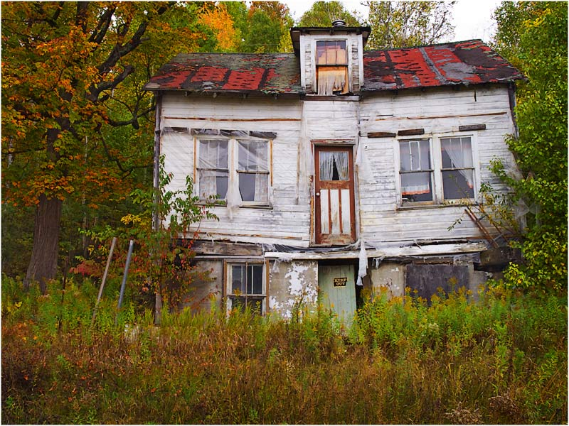Silverpixel abandoned house restoule ontario for Building a house in ontario