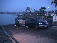 Pescadores de madrugada, preparándose para el 3er Torneo de Pesca Deportiva