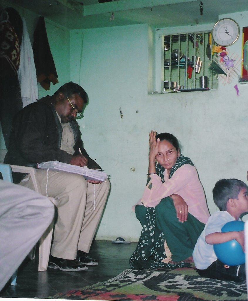 Police interrogating sabira kharadi whose husband jabir was killed in pandharvada