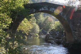 Puente en la Ruta del Deza