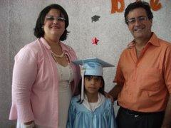 Familia Duchesne-Dávila:       Joyce, Vero y Carlos