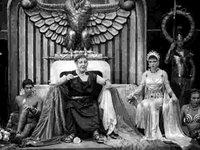 Charles Laughton, Claudette Colbert y un efebo desconocido en El signo de la cruz