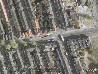 De Kanaalstraat van boven, met Google Earth.