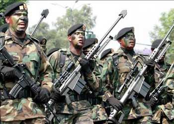 Fuerzas Especiales de la Brigada de Paracaidistas con armamento Barret cal. 50 mm.