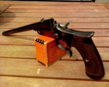 en nog een foto van het pistool geopend